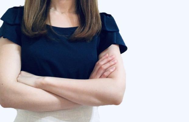 美容クリニックへのクレームを付ける女性